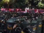 ratusan-polisi-antihuru-hara-di-simpang-susun-semanggi.jpg