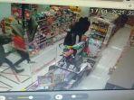 rekaman-cctv-pencuri-di-minimarket-senin-1812021-malam.jpg