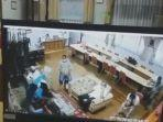 rekaman-kamera-pengawas-di-ruang-kepala-sman-3-tangsel.jpg