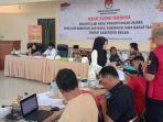 rekapitulasi-suara-di-kpu-kabupaten-bekasi_20180705_220348.jpg
