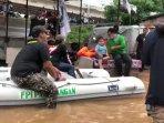 relawan-fpi-dibubarkan-banjir.jpg