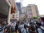 ribuan-mahasiswa-universitas-gunadarma-menggelar-aksi-demo-3.jpg