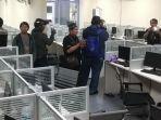 ruang-kerja-di-dalam-ruko-yang-dijadikan-kantor-pinjaman-online-ilegal.jpg