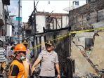 rumah-yang-diduga-jadi-sumber-ledakan-telah-dipasangi-garis-polisi-selasa-2622019.jpg