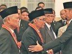 sabam-sirait-bersalaman-dengan-presiden-joko-widodo.jpg