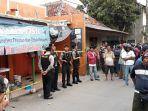 salah-satu-rumah-diduga-teroris-di-jalan-gempol-kelurahan-kuciran_20180516_185116.jpg