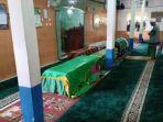 salat-jenazah-korban-bus-sriwijaya-di-desa-perajen-banyuasin-sumsel-rabu-25122019.jpg