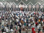 salat-jumat-di-masjid-at-tin-makasar.jpg