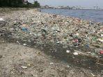 sampah-memenuhi-pantai-pesisir-cilincing-minggu-15122019.jpg