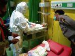 sang-bayi-yang-lahir-di-atas-mobil-patroli-mendapatkan-perawatan-di-rsud-sanjiwani.jpg