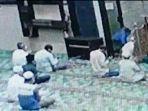 sedang-berzikir-setelah-salat-isa-imam-masjid-di-riau-tib-tiba-diserang-dengan-pemuda-oleh-pemuda.jpg