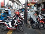 sejumlah-kendaraan-terparkir-di-trotoar-di-jalan-rs-fatmawati-raya-cilandak.jpg
