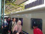 sejumlah-penumpang-yang-tampak-memadati-stasiun-gambir-2.jpg