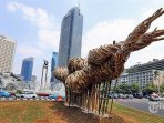 seni-instalasi-bambu-di-bundaran-hi_20180817_175027.jpg