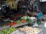 seorang-pedagang-sayur-tertidur-duduk-menjaga-dagangannya-di-pasar-ciputat.jpg