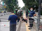 seorang-pejalan-kaki-mendadak-jatuh-di-atas-trotoar-pasar-minggu-sabtu-2312021.jpg