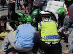 seorang-pelajar-berinisial-as-17-tewas-setelah-ditabrak-bus-transjakarta.jpg