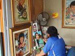 seorang-pelukis-di-sentra-lukisan-jp27-pasar-baru-sawah-besar-jakarta-pusat.jpg