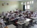 siswa-sd-negeri-pekayon-jaya-3-bekasi-kursi-meja-baru.jpg