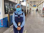 sosok-petugas-layanan-halte-plh-halte-transjakarta-bundaran-hi-krisni.jpg