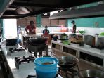 suasana-dapur-pemasok-kebutuhan-katering-di-asrama-haji-embarkasi-jakarta-bekasi_20180724_170755.jpg