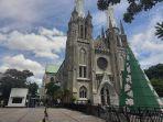 suasana-di-gereja-katedral.jpg