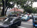 suasana-kemacetan-di-jalan-raya-agus-salim-senin-2112020.jpg