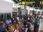 suasana-kepadatan-penumpang-di-terminal-1b.jpg