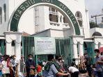 suasana-para-jemaah-setelah-ibadah-jumatan-di-masjid-cut-meutia-kelurahan-menteng.jpg