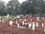 suasana-pemakaman-jenazah-di-tpu-bambu-apus-cipayung.jpg