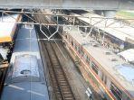 suasana-penumpang-krl-di-stasiun-tanah-abang-jakarta-pusat-senin-862020-b.jpg