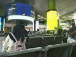 suasana-ruang-tunggu-penumpang-di-stasiun-gambir.jpg