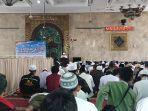 suasana-zikir-dan-munajat-akbar-mujahit-212-di-masjid-sunda-kelapa.jpg