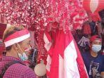 tampak-lapak-pedagang-bendera-merah-putih-di-pasar-jatinegara.jpg