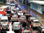 terjadi-kemacetan-arus-lalu-lintas-di-jalan-jenderal-sudirman.jpg