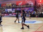 tim-basket-putri-sma-santa-ursula-melawan-sma-1-jakarta-di-final-honda-dbl-dki.jpg