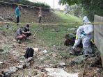 tim-identifikasi-dari-polres-metro-jakarta-selatan-memeriksa-mayat-di-jakarta.jpg