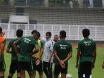 timnas-u-23-saat-tengah-melakukan-latihan-di-stadion-madya.jpg