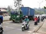 truk-kontainer-mogok.jpg