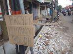 tulisan-protes-warga-kelurahan-kebon-pala.jpg