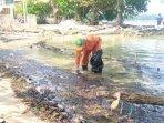 tumpahan-minyak-mencemari-sejumlah-titik-di-perairan-pulau-pari.jpg