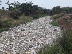 tumpukan-sampah-di-kali-jambe-dekat-perumahan-satriajaya-2.jpg