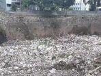 tumpukan-sampah-di-kali-jambe-kelurahan-jatimulya.jpg