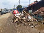 tumpukan-sampah-di-permukiman-warga-kampung-pulo-selasa-712020.jpg