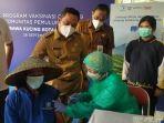 vaksinasi-covid-19-untuk-para-pemulung-di-tpa-rawakucing-kecamatan-neglasari-selasa-2892021.jpg