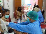 vaksinasi-guru-di-kota-bekasi-yang-dilakukan-dinas-pendidikan-setempat.jpg