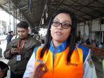 vp-corporate-communications-pt-kereta-commuter-indonesia-anne-purba-di-stasiun-jatinegara.jpg