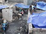 warga-korban-kebakaran-pasang-tenda-biru.jpg