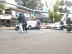 warga-menyeberang-sembarangan-di-jalan-lenteng-agung-raya_20180127_120210.jpg