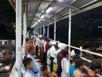 warga-pasar-gembrong-jemaah-musala-miftahul-jannah-salat-tarawaih_20180516_203120.jpg